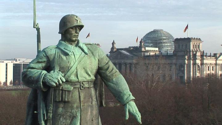 Бронзовый-солдат-Рейхстаг