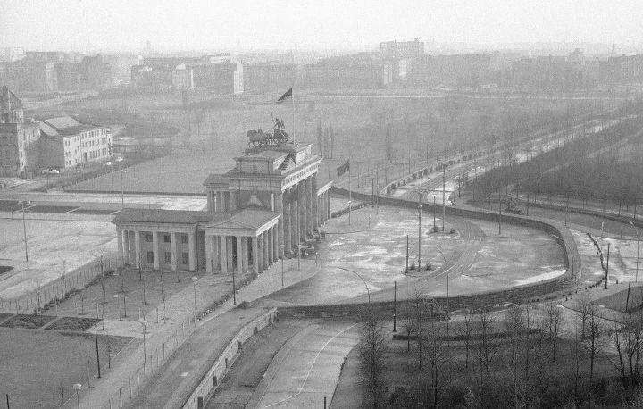 Бранденбургские-Ворота-Берлинская-Стена