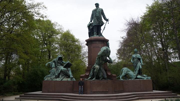 Парк-Тиргартен-памятник-Бисмарку