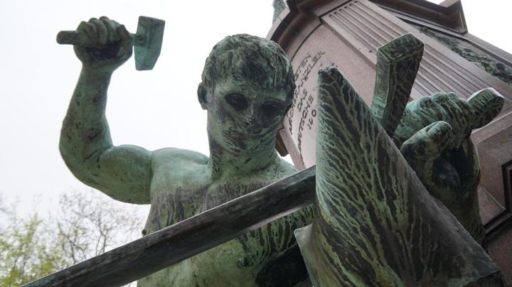 Парк-Тиргартен-памятник-Бисмарку-Зигфрид