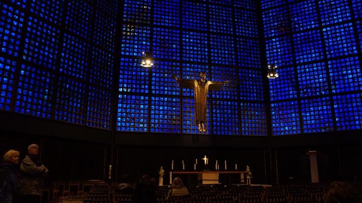 Внутри-мемориальной-церкви-кайзера-Вильгельма
