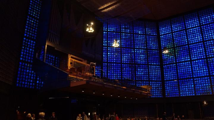 Внутри-новой-мемориальной-церкви-кайзера-Вильгельма