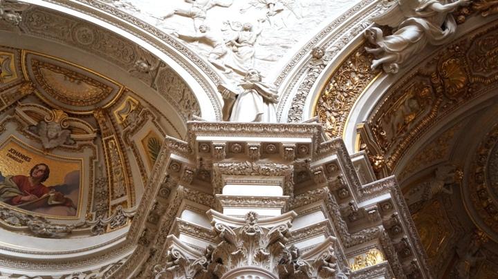 Берлинский-кафедральный-собор-статуя-Мартина-Лютера