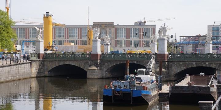 Дворцовый-мост-на-Музейный-Остров-Берлин