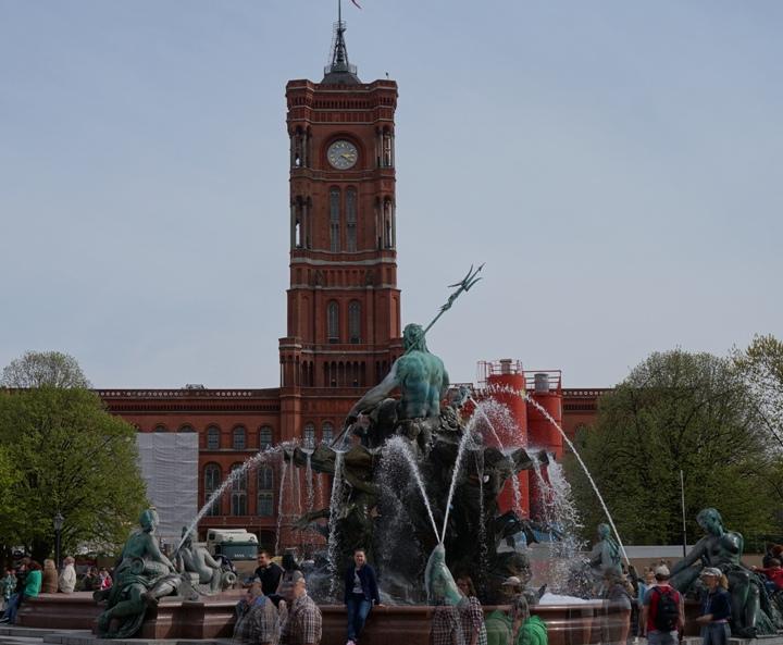 Берлин-фонтан-Нептун-Красная-Ратуша