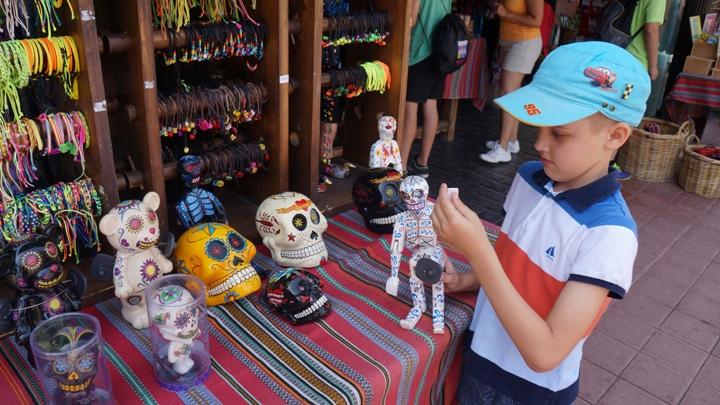 Сувениры-зоны-Мексика-Порт-Авентуры