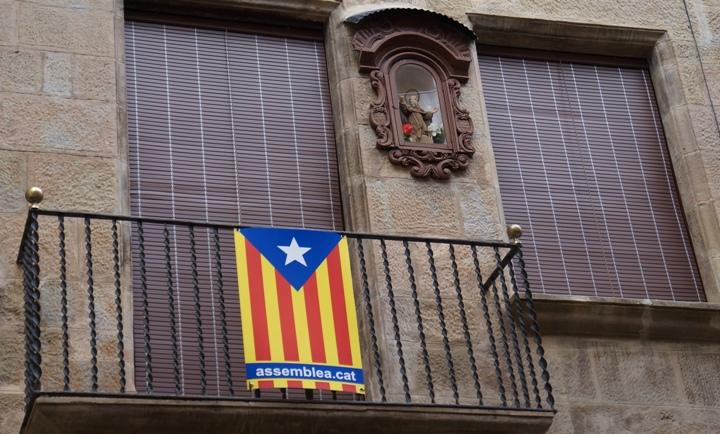 Сольсона-балкон-с-каталонским-флагом