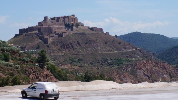 Замок-Кардоны-вид-с-Соляной-Горы