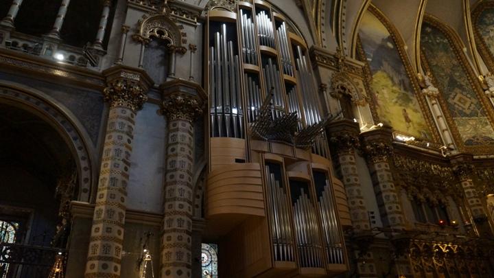 Внутри-базилики-Монсеррат