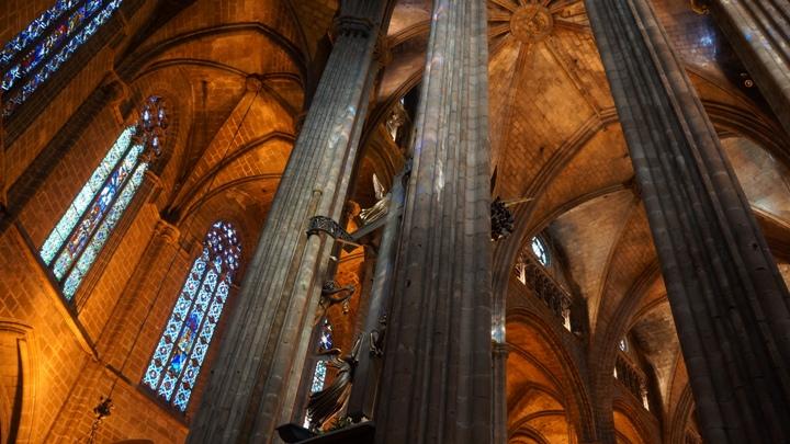 Внутри-Кафедрального-Собора-Барселоны