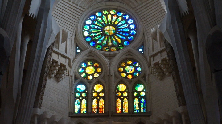 Витражи-Храма-Святого-Семейства