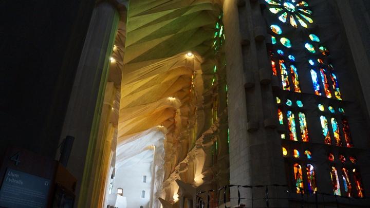 Внутри-Храма-Святого-Семейства