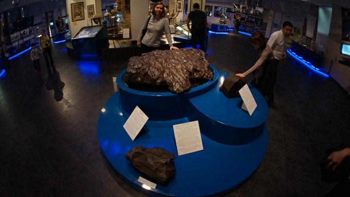 Образцы-метеоритов-в-Московском-Планетарии