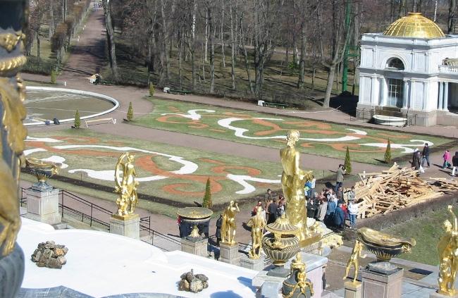 Петергоф-Большой-Каскад-начало-мая