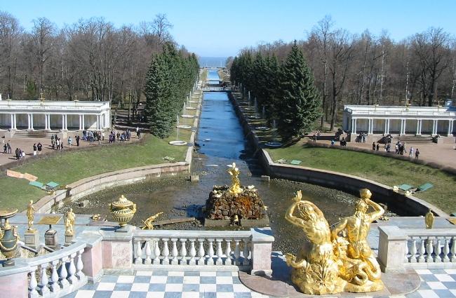 Петергоф-Большой-Каскад-в-начале-мая