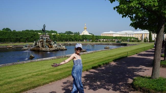 Петергоф-Верхний-Сад-фонтан-Нептун