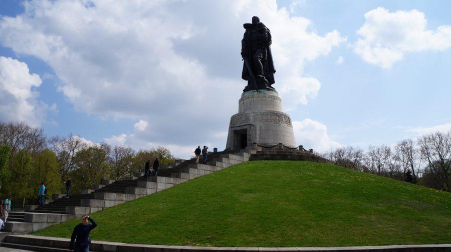 Памятник-воину-освободителю-Трептов-Парк