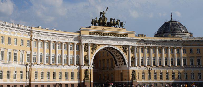 Дворцовая-площадь-Санкт-Петербург