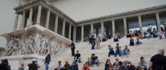 Пергамский-алтарь