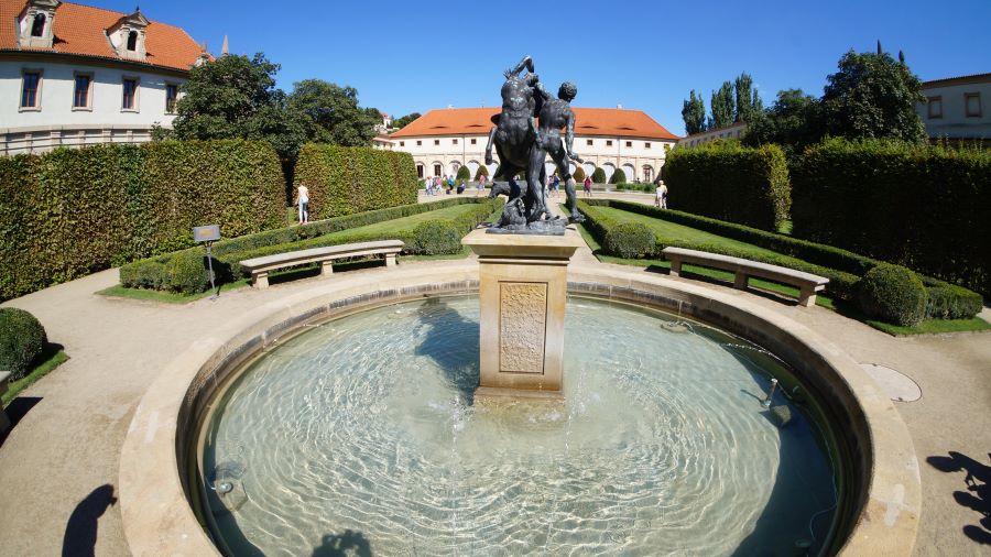 Скульптуры-Вальдштейнский-сад